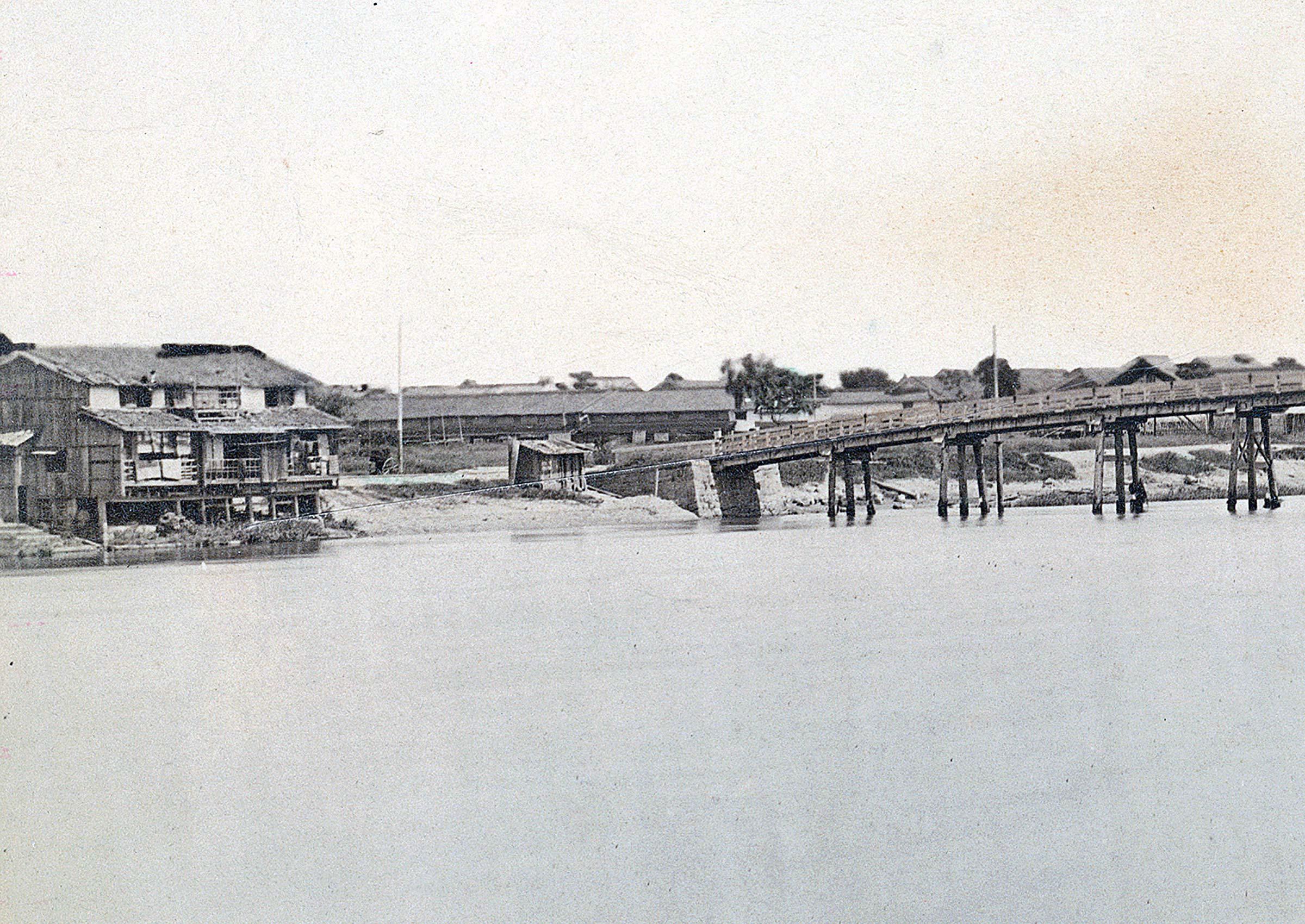 Houses near Tamino Bridge
